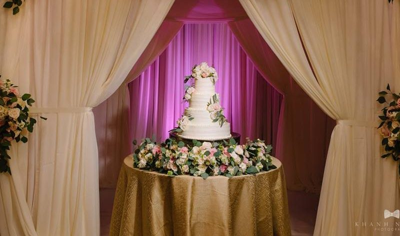5 Ways to Make Your Wedding Cake All About You!!!